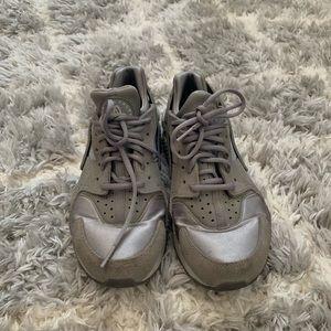 Nike Huarache (Silver/Grey)
